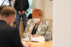 Zdjęcie osób podpisujących porozumienie