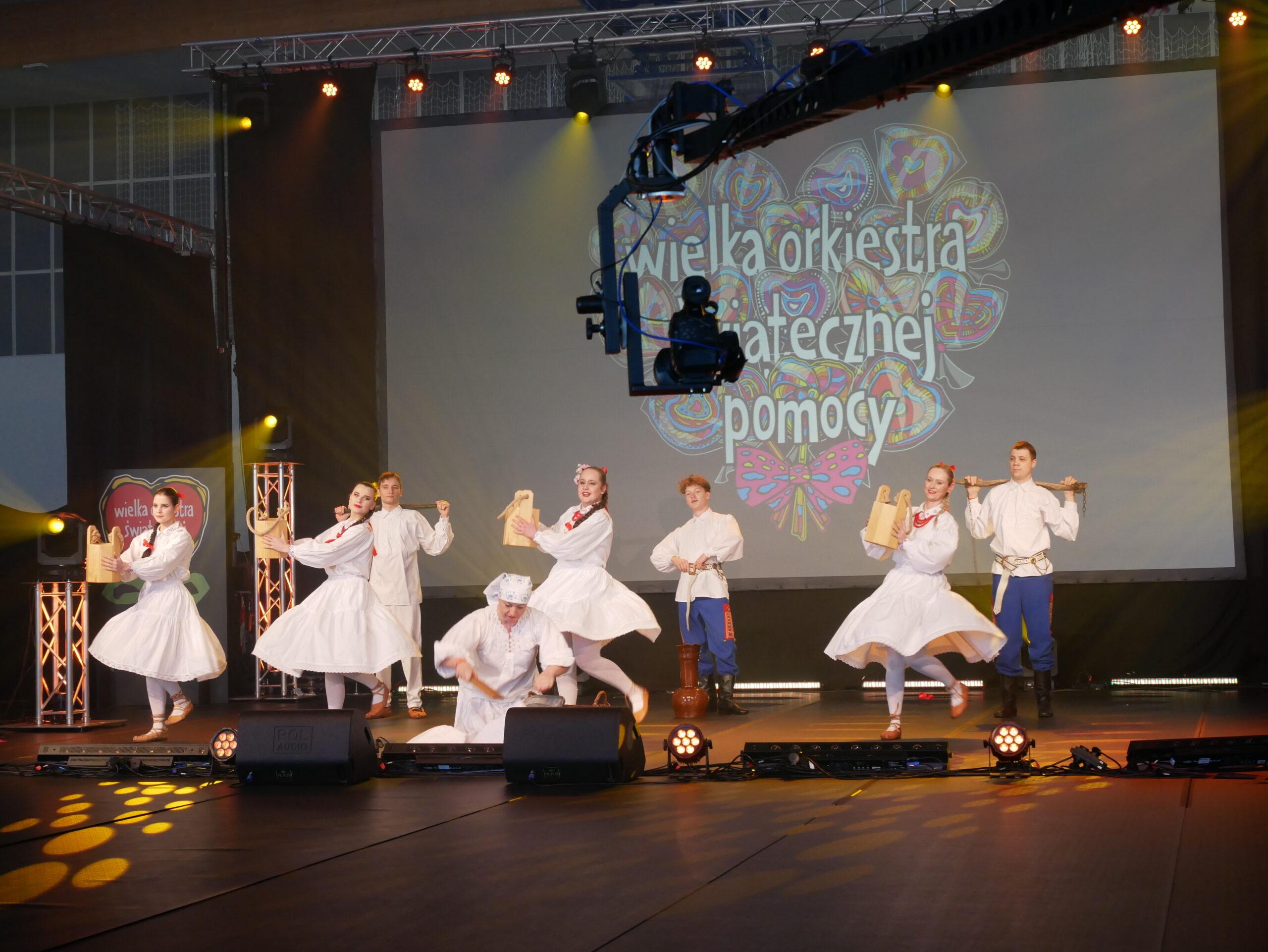 Na zdjęciu zesół Lusowiacy podczas 29. Finału Wielkiej Orkiestry Świątecznej Pomocy